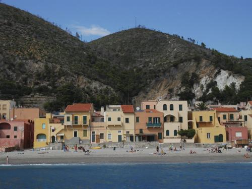 Spiaggia libera Borgo Varigotti (Ph: Rescigno-Merlo)
