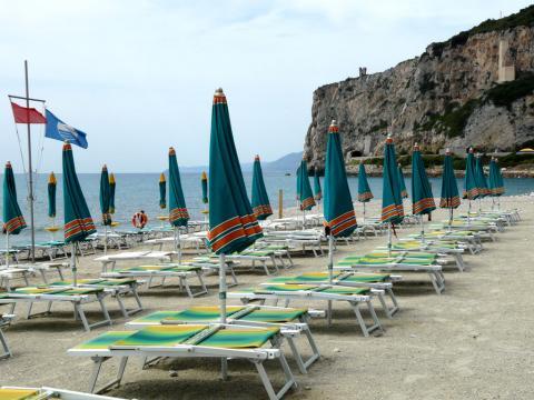 """Spiaggia libera attrezzata """"di Ponente"""" (Ph: Provincia di Savona)"""