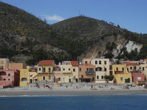 Free beach Borgo Varigotti (Ph: Rescigno-Merlo)